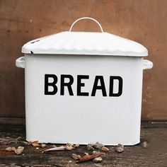 Great bread box, love the classic style.