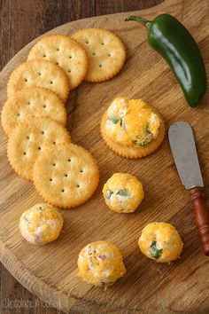 Mini Jalapeno Popper Cheese Ball Bites - What party isn't complete without cheese, bacon, and spice? Mini Jalapeno Popper Cheese Ball Bites are spicy little appetizers perfect for entertaining.