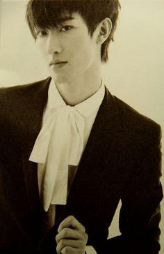 周覓 (Zhou Mi) from Super Junior M
