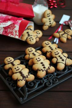 Gingerbread men cookies (with chocolate)