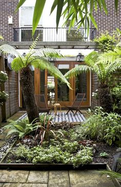 Love the small, walled garden.  Where can I put the tile in my yard...???Christine's House: RM