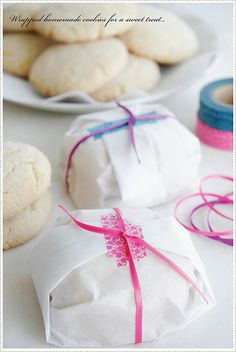Besides the fact that I love cookies.....how awesome is this to wrap them? Divine!