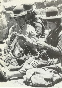 Bolivian Campsina women knitting