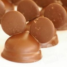 another cute idea for Mickey Mouse party treats