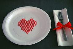 Un plato muy original para una mesa romántica, de blog.fiestafacil.com / A lovely and original plate for a romantic table, from blog.fiestafacil.com