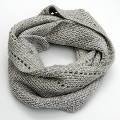 Calm Cowl by Suzana Davidovic (quick finish project and an easy beginner crochet pattern)