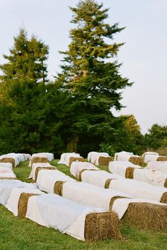 outdoor seating, wedding hay bale seating, hay bales, country weddings, ceremoni seat