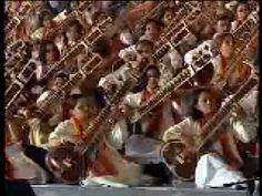 ▶ First time ever in the World, a Grand Symphony of a 1000 Sitarists - Raag Hansadhwani - YouTube