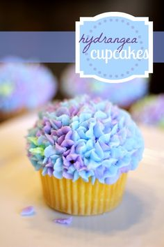 Spring Hydrangea Cupcakes. #food #spring #Easter #cupcakes
