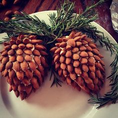 "Almond cheese ball ""pine cones"""