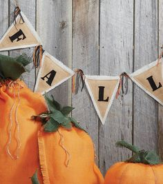 Make your home feel like fall with this fabulous #burlap banner!