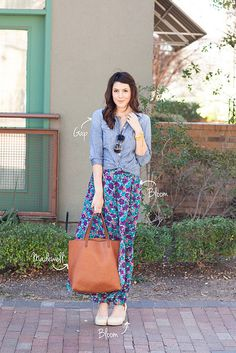 love the knotted top with the maxi
