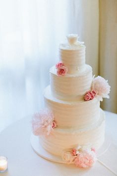 Beautiful tiered cake: http://www.stylemepretty.com/2014/10/21/pastel-glamour-in-santa-monica/   Photography: Paige Jones - http://paigejones.us/