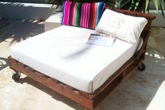 pallet furniture plans | 16 Pallet Daybed: Hot and New Trend | Pallet Furniture DIY