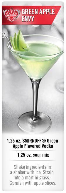 Green Apple Envy cocktail with Smirnoff Citrus flavored vodka #Smirnoff #vodka #drink #recipe