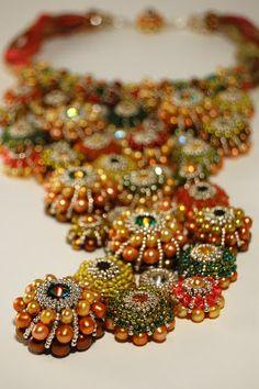 Gorgeous necklace by Csilla Csirmaz of ShilaBead.