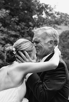 Emotional Father-of-the-Bride Photos. Photo: Julie Whitlock.