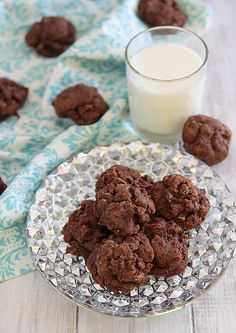 Dark Chocolate Amaretto Fudge Cookies   www.runningtothekitchen.com
