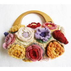crochet purse http://www.felissimo.co.jp/kraso/pot/v2/cfm/products_detail001.cfm?GCD=I83147&GWK=3639&iid=p_fc_000000_SCH&wk=60125