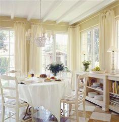Ventanal del office-cocina de la Revista El Mueble. http://www.elmueble.com/articulo/casas/1654/una_casa_valenciana_con_aire_campina_francesa.html#
