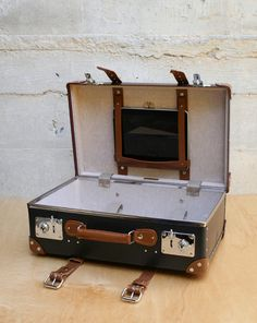 via BKLYN contessa : from mohawk general store : stabilist ipad suitcase designed by chapman & bott