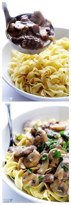 Easy Beef Stroganoff | gimmesomeoven.com dinner recipes