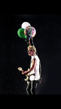 Nialler with his bday balloons;) 9/13