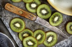 10 Summer Smoothies for Glowing Skin | Kiwi-Mint Smoothie