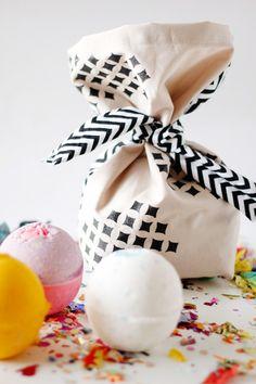 diy bath, gift bags, gift packaging, diy gifts, bomb bag, bag tutorials, bath bombs
