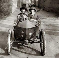 1920's retro photos, histori, wheel, women driver, vintag photo, c1920, bw photo, friend