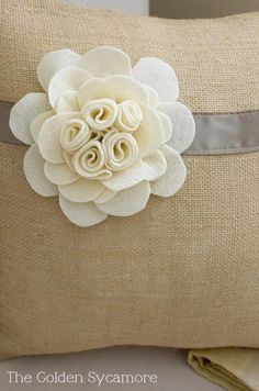 Love this felt flower! Actual website is: http://www.thegoldensycamore.com/2012/08/embellished-burlap-pillow-tutorial.html