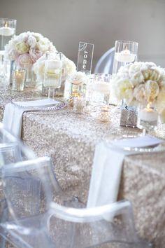 gold glitter table cloth white napkins!