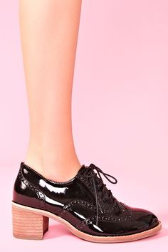 Williams Patent Oxford http://www.nastygal.com/shoes%5Fflats/williams%2Dpatent%2Doxford#