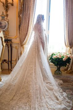 Now That's what I call a wedding veil!