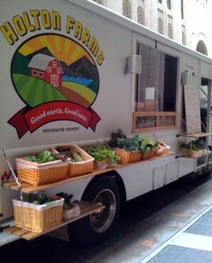 Holton Farms brings fresh produce to the streets of NYC via their CSA (Community Supported Agriculture) platform. #MobileRetail #NYC