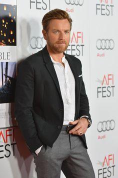 Ewan McGregor Red Carpet - Ewan McGregor at The Impossible US Premiere - Esquire