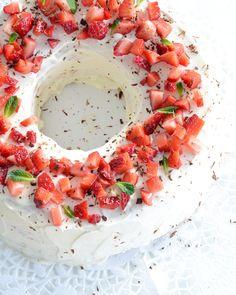 טורט תותים וקרם וניל | Torta alle fragole e crema | Pastaeveryday