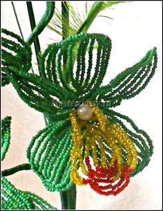 Как сделать цветок из бисера фото