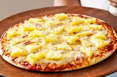 Bacon, cheddar and pineapple pizza (receipe inside)