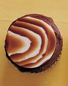Faux-Bois (imitation wood grain) cupcakes.