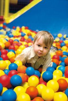 Ball pit ideas (make your own!) http://www.pinterest.com/analogist/indoor-ball-pitt/