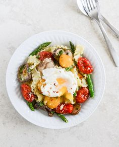 pasta with asparagus, tomatoes, egg
