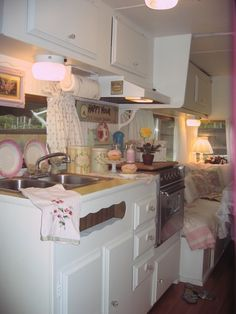 Artistic Accents by Darla: Cottage Cozy Camper! Love this!