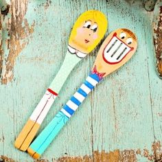 This little spoon doll couple is a perfect weeknight project and a great way to repurpose wooden spoons.