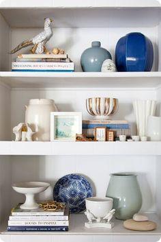 bookshelf styling, bookcases, color palettes, vignett, decorating shelves