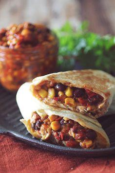 Crockpot Santa Fe Chicken Burritos  <3