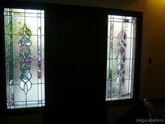 vitrales victoriano en puerta interior Vitrales Victorianos en bronce con vidrios biselados, gemas en las esquinas y glue chip (textura del vidrio importado) de fondo(vista interior ).-  #vitraux  #vidrio   #glass-art  #vetrata-decorata