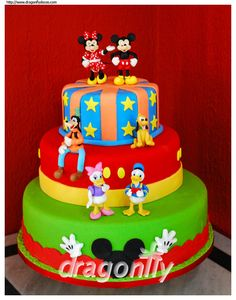 A cake inspired by Disney's characters Mickey, Minnie, Goofy, Pluto, Daisy and Donald. Decoration made with gumpaste.