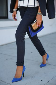 Sleek & classy pumps are making a statement this fall! Don't you love how they elongate your legs? fashion blog