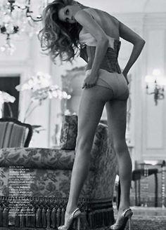 Gisele Bundchen | Jacques Dequeker | Vogue Brazil October2010 - 3 Sensual Fashion Editorials | Art Exhibits - Anne of Carversville Women's News